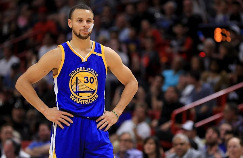 5d96318f4a2 Basketball - Curry jabs at Trump after Under Armour chief praise