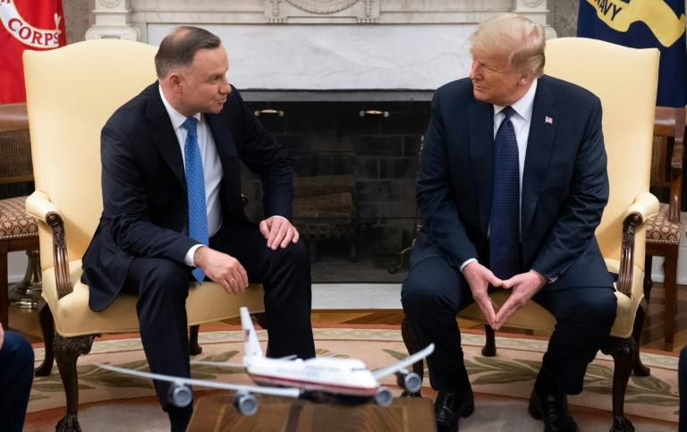 US President Donald Trump and Polish President Andrzej Duda hold a meeting in the Oval Office of the White House in Washington (AFP Photo/SAUL LOEB)