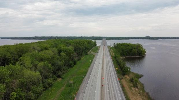 Lan Lin, an engineering professor, says the Île-aux-Tourtes bridge may have had a design life of 75 years, but its service life could be 100 years with the proper maintenance.