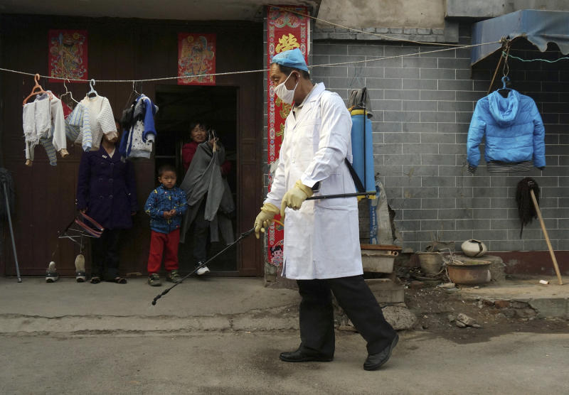 Experts unclear how China bird flu infects humans