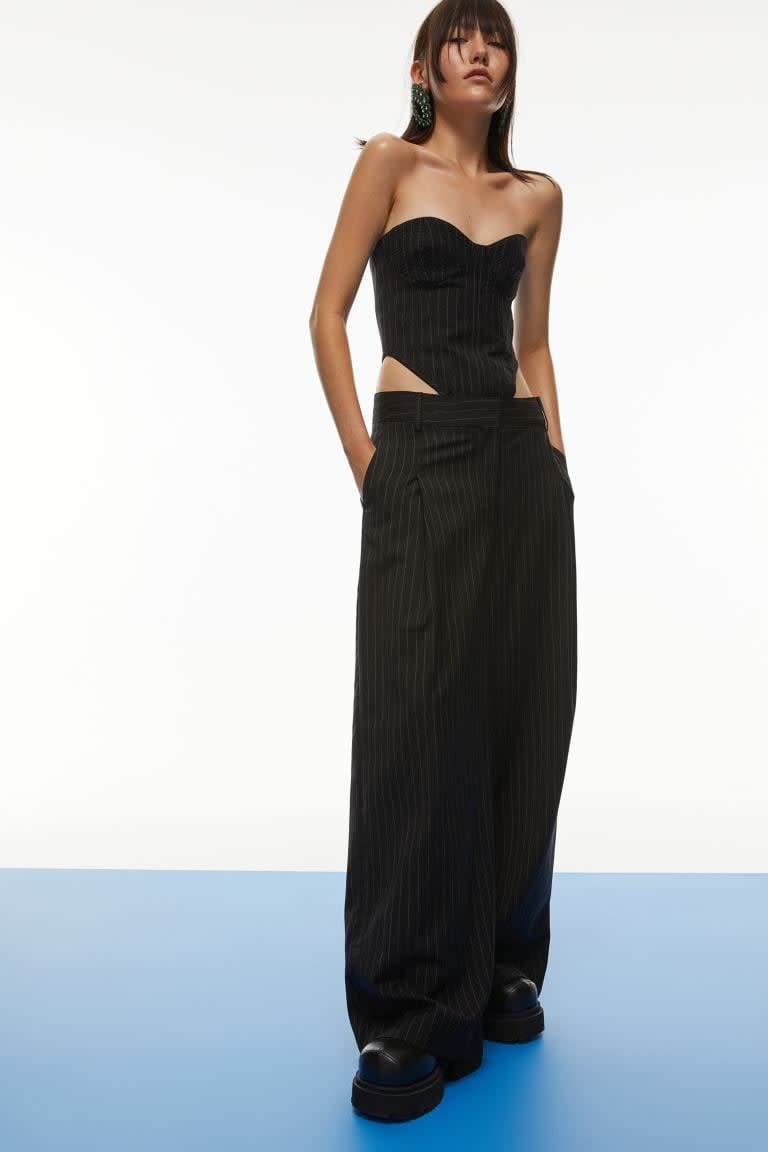 <p>These <span>H&amp;M Oversized Pants</span> ($129) are so on trend right now. We like them paired with a sexy, minimal top.</p>
