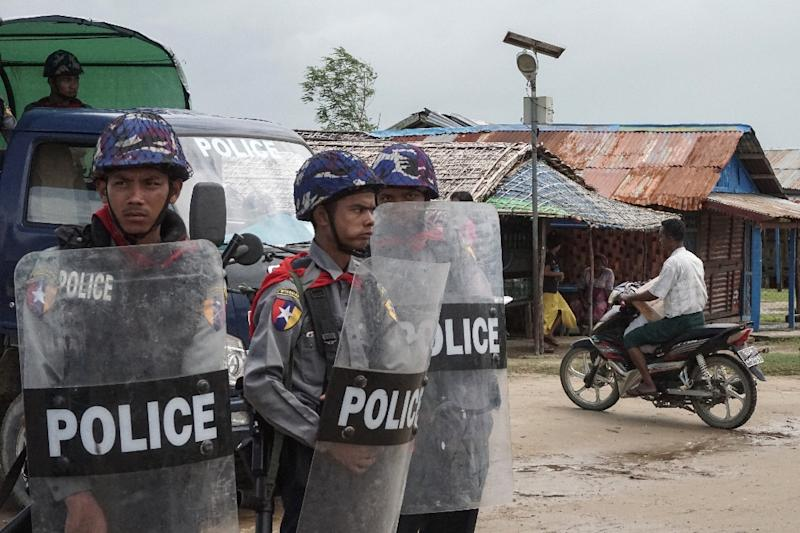 Myanmar police stand guard at an Internally Displaced Persons (IDPs) camp in Sittwe, Rakhine State (AFP Photo/STR)