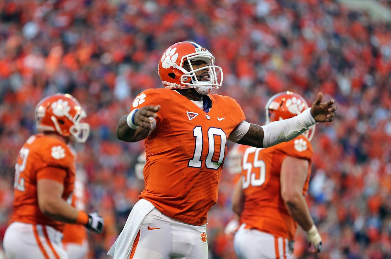 CLEMSON, SC - NOVEMBER 17:  Tajh Boyd #10 of the Clemson Tigers reacts to scoring a touchdown against the North Carolina State Wolfpack during their game at Memorial Stadium on November 17, 2012 in Clemson, South Carolina.  (Photo by Streeter Lecka/Getty Images)