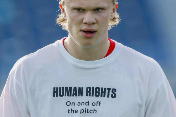 """Norway's Erling Haaland, right, wears a t-shirt bearing the message """"Human rights on and off the pitch"""" during the warm up ahead of the World Cup 2022 group G qualifying soccer match between Norway and Turkey at La Rosaleda stadium in Malaga, Spain, Saturday, March 27, 2021. (AP Photo/Fermin Rodriguez)"""