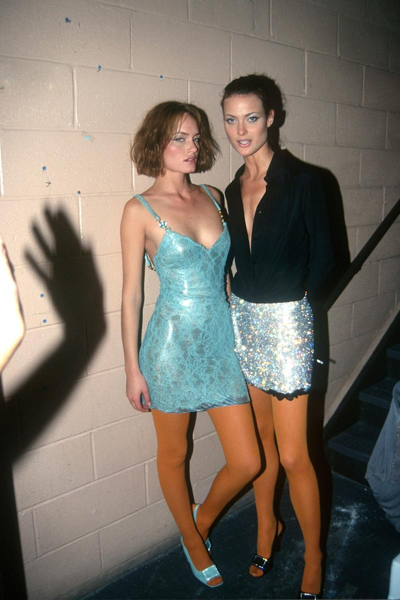 Amber Valletta and Shalom Harlow wearing a Versace skirt at the VH1/Vogue Fashion Awards in 1996