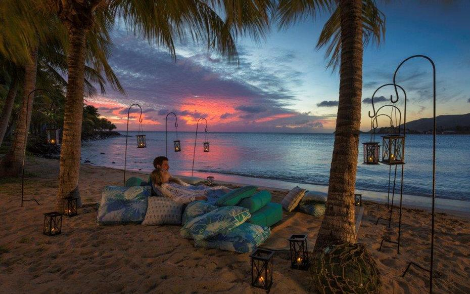 15 amazingly romantic mini moon getaways for newlyweds for Great mini vacations for couples