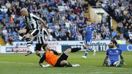 Jonjo Shelvey of Newcastle United scores his teams first goal
