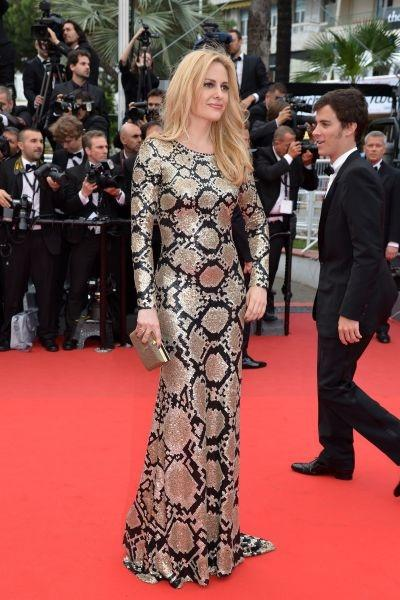 "Aimee Mullins The L'Oréal Paris face opted for a long reptile-printed dress on the red carpet for the screening of ""Jeune et Jolie"". Very animal-like!"