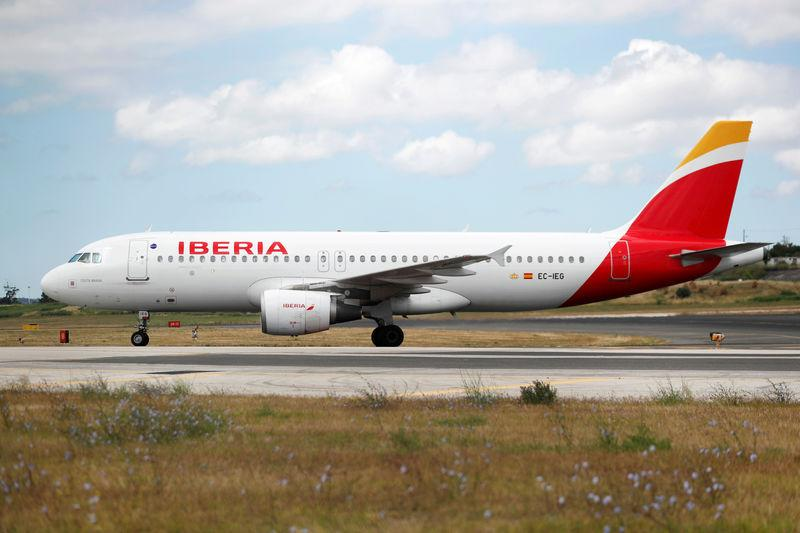 FILE PHOTO: An Iberia Airbus A320 plane lands at Lisbon's airport