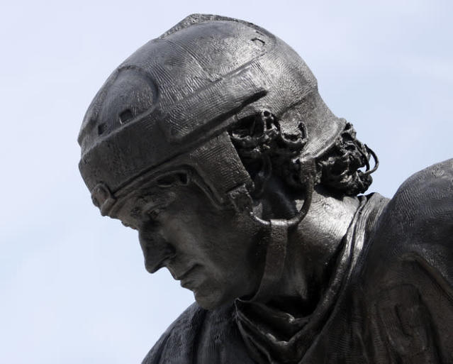 PITTSBURGH, PA - MARCH 7: A statue of Mario Lemieux stands in front of the Consol Energy Center during the unveil of the Mario Lemieux statue on March 7, 2012 in Pittsburgh, Pennsylvania. (Photo by Justin K. Aller/Getty Images)