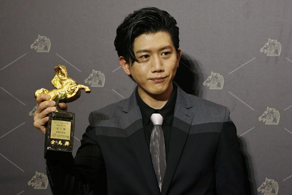"Actor Mo Tzu-yi of ""Dear Tenant"" poses with his Best Leading Actor award at the 57th Golden Horse Awards in Taipei, Taiwan November 21, 2020. REUTERS/Ann Wang"