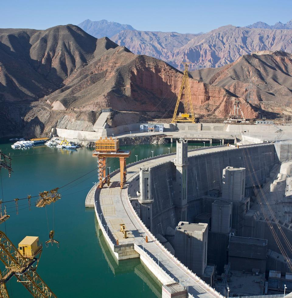 A hydropower station and dam in Jianzha County, Qinghai Province, China. (Photo: China Photos/Getty Images)