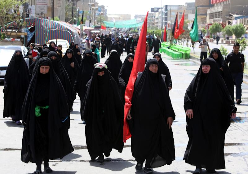 Iraqi Shiite Muslim pilgrims walk towards the shrine of Imam Mussa al-Kadhim in Baghdad for a commemoration ceremony on May 12, 2015