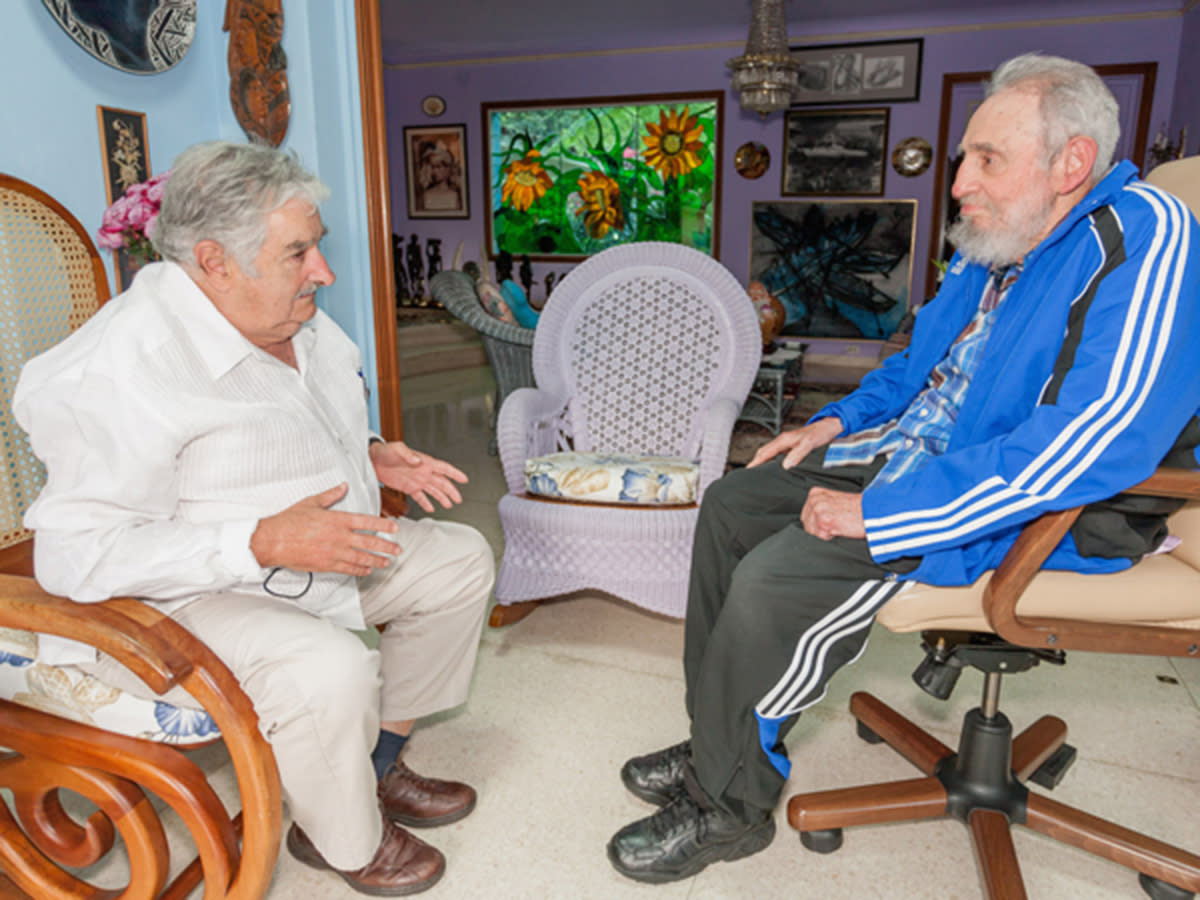Cuba's former President Fidel Castro (R) talks with Uruguay's President Jose Mujica during a meeting in Havana in this undated handout photograph released to Reuters on January 31, 2014. REUTERS/Cubadebate/Handout via Reuters (CUBA - Tags: POLITICS) ATTENTION EDITORS - FOR EDITORIAL USE ONLY. NOT FOR SALE FOR MARKETING OR ADVERTISING CAMPAIGNS. THIS IMAGE HAS BEEN SUPPLIED BY A THIRD PARTY. IT IS DISTRIBUTED, EXACTLY AS RECEIVED BY REUTERS, AS A SERVICE TO CLIENTS