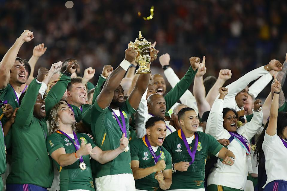 YOKOHAMA, JAPAN - NOVEMBER 02: Siya Kolisi of South Africa lifts the Web Ellis cup following his team's victory against England in the Rugby World Cup 2019 Final between England and South Africa at International Stadium Yokohama on November 02, 2019 in Yokohama, Kanagawa, Japan. (Photo by Richard Heathcote - World Rugby/World Rugby via Getty Images)
