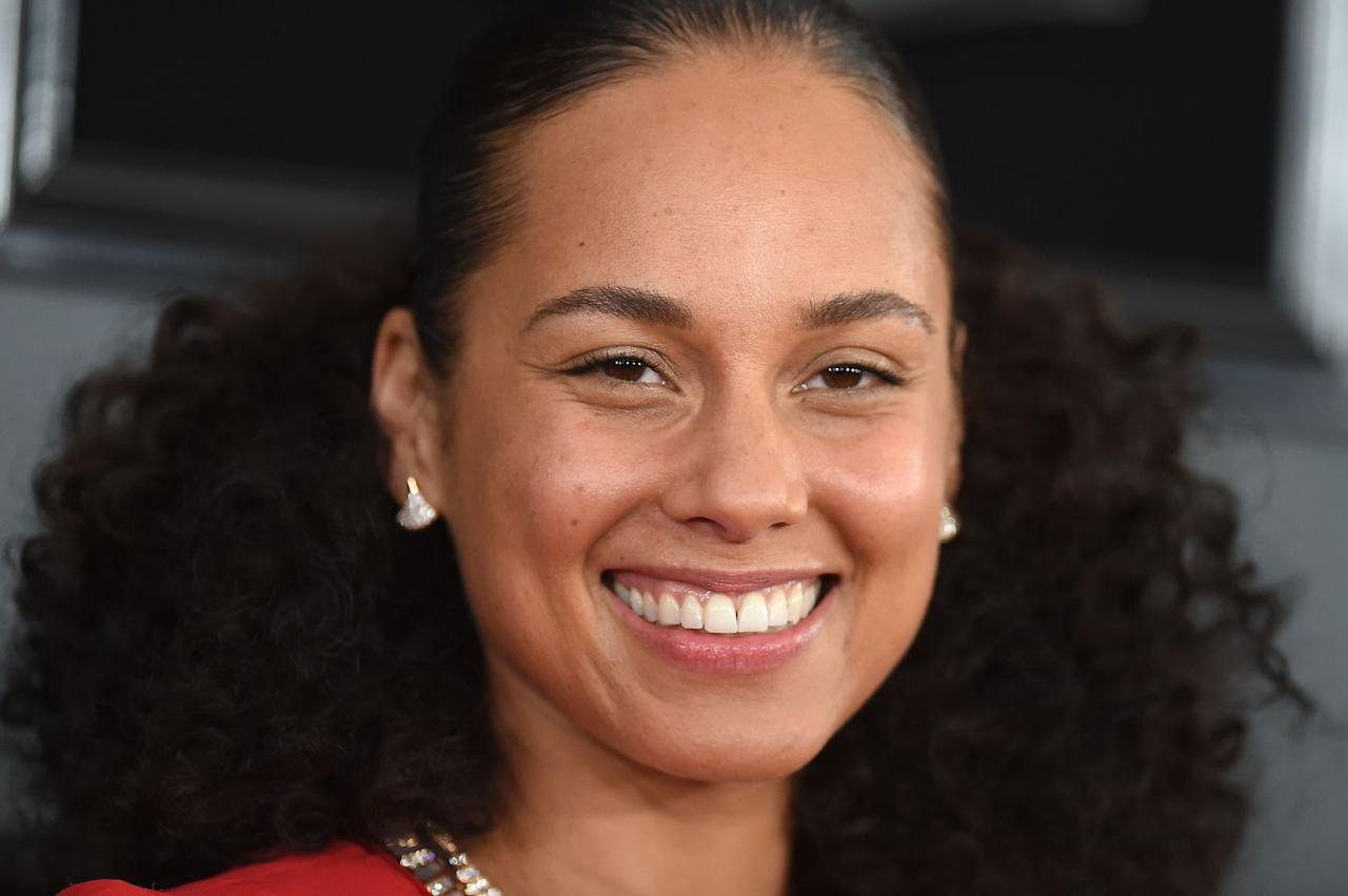 <p>Alicia was all smiles as she showed off her freckles on the 2019 Grammy's red carpet before stepping out to host the awards. </p>