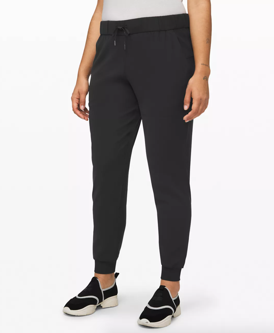 "On the Fly Jogger 28"". Image via Lululemon."