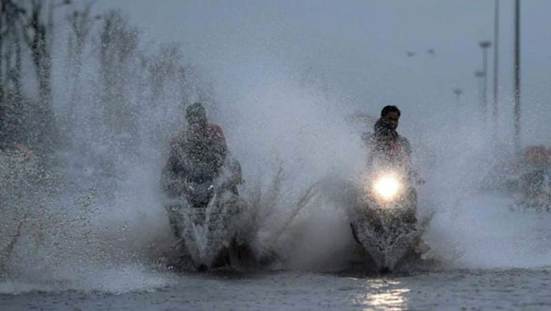 Rain Alert: Heavy Rainfall to Lash Parts of Gujarat Till October 17 As Low Pressure Area Over Arabian Sea Likely to Concentrate Into a Depression