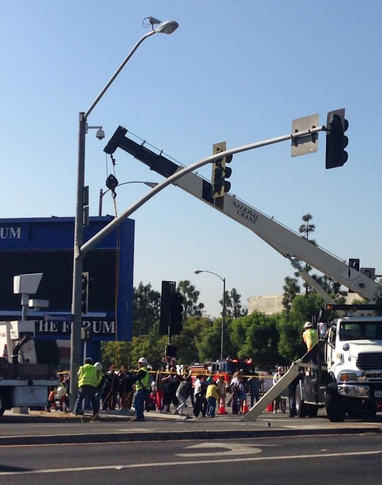 Putting the street lights back together after the #Endeavour went through. (Photo courtesy of @torrey_ynews)