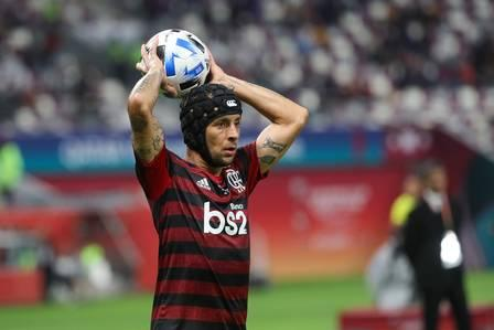 86197507_Flamengo's defender Rafinha throws the ball into play during the 2019 FIFA Club World C.jpg