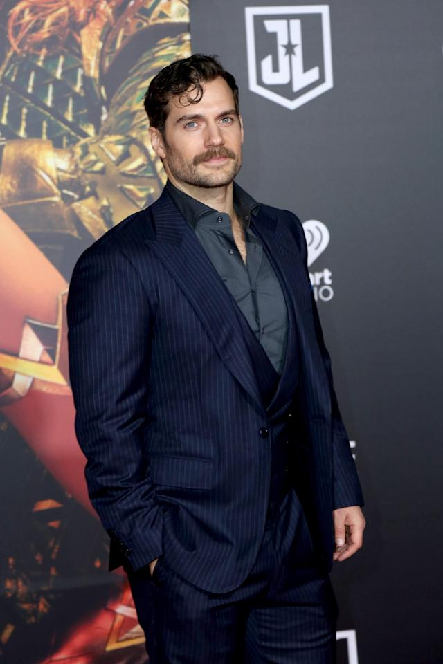 Henry Cavill and KingStache at the <em>Justice League</em> premiere on Nov. 13, 2017. (Photo: Priscilla Grant/Everett Collection)