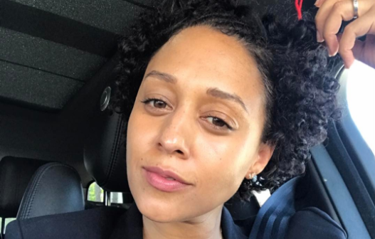 Tia Mowry posts a flawless no-makeup selfie. (Photo: Instagram/tiamowry)