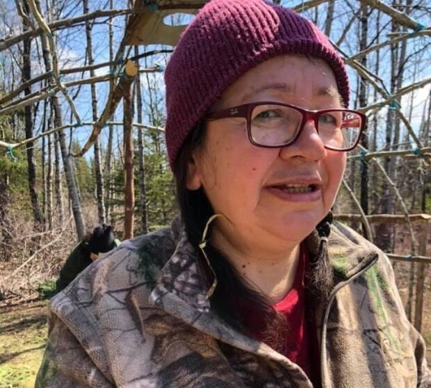 Building and staying in the Mitutisânâchinikimikw for several weeks brought back happy memories for Emily Hester, 57, and her husband Hugo, 58.
