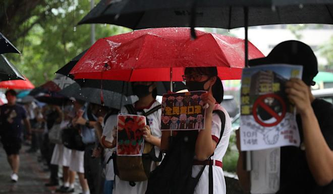 Over 100 students and alumni from Hon Wah College in Siu Sai Wan form a human chain along Harmony Road. Photo: Nora Tam