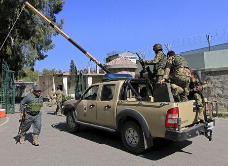 Afghan National Army soldiers (ANA) (R) arrive at the compound of a provincial governor's office in Jalalabad April 8, 2015. REUTERS/Parwiz