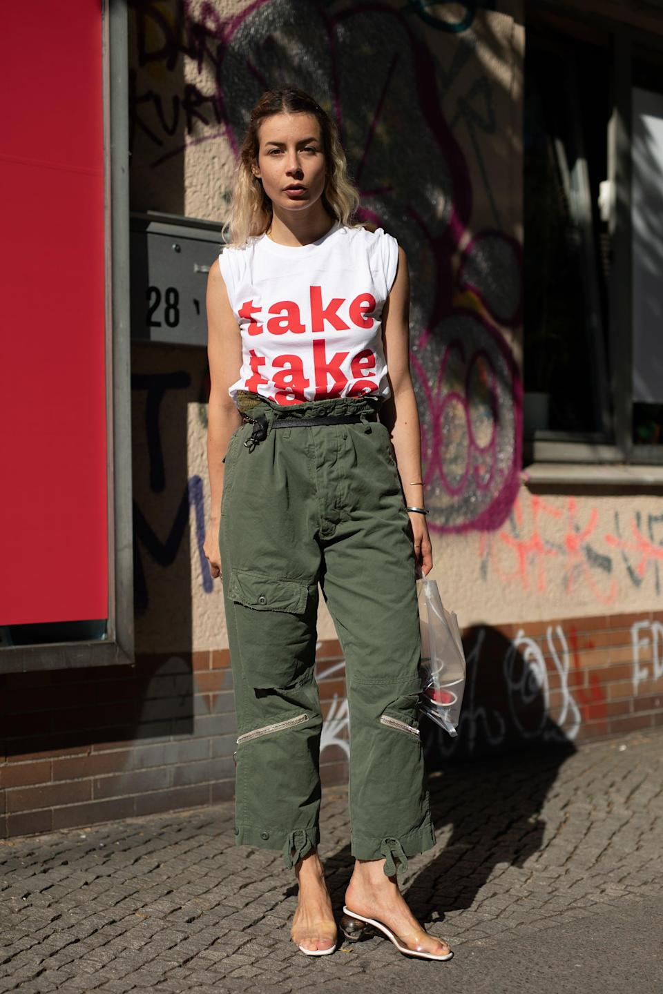 <p>Want to keep your cargos from feeling like a blast from the past? It's all in the right cut, like this paperbag waist, and contemporary pieces like a cool tee and PVC slides to give it edge. </p>