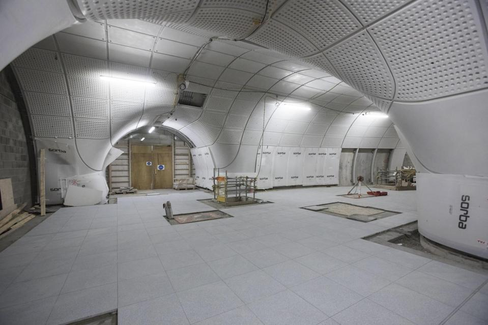<p>The curved celings of the platform tunnels take shape at Farringdon </p>