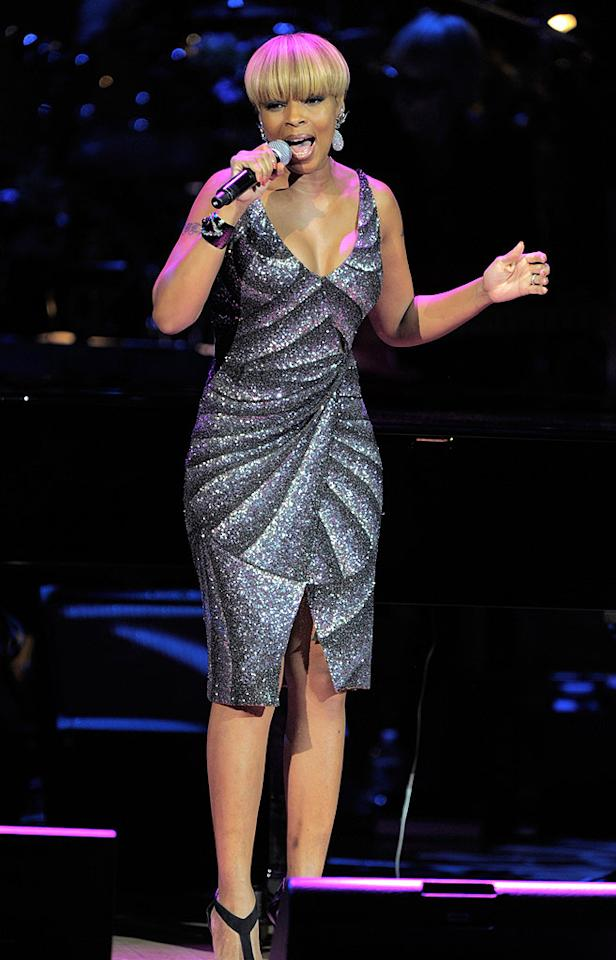 """Mary J. Blige hit the stage to duet with Sting on his classic song, """"Whenever I Say Your Name."""" Kevin Mazur/<a href=""""http://www.wireimage.com"""" target=""""new"""">WireImage.com</a> - May 13, 2010"""