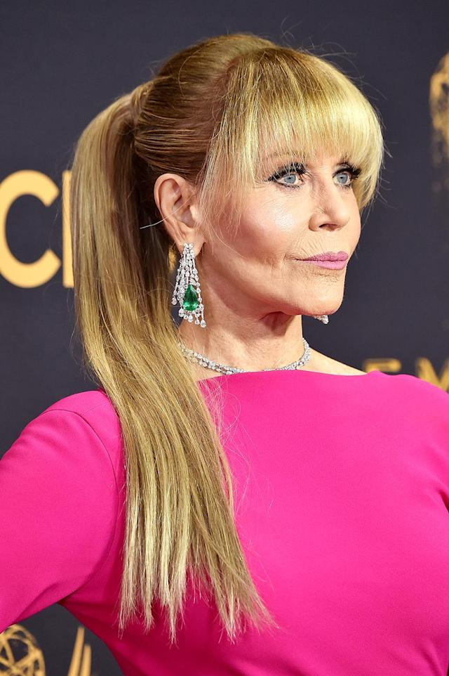 Jane Fonda attends the 69th Primetime Emmy Awards with a completely new look. (Photo: Frazer Harrison/Getty Images)