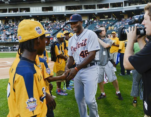Detroit Tigers right fielder Torii Hunter talks with members of the Jackie Robinson West Little League team before the second game of the Tigers' baseball doubleheader against the Chicago White Sox in Chicago on Saturday, Aug. 30, 2014. (AP Photo/Matt Marton)