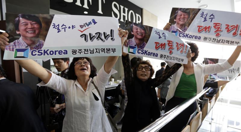 """In this photo taken Sept. 19, 2012, supporters of Ahn Cheol-soo, the founder of South Korea's largest antivirus maker AhnLab, hold banners during a press conference in Seoul, South Korea. As a bookish academic who made his fortune in software before turning to philanthropy, Ahn has been called South Korea's Bill Gates. Now that he's running for office with a Barack Obama-like message of change that appeals to the nation's young and hopeful, Ahn is looking for a new title: Mr. President. The letters read """" Cheol-soo, President."""" (AP Photo/Lee Jin-man)"""