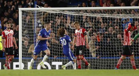 Britain Football Soccer - Chelsea v Southampton - Premier League - Stamford Bridge - 25/4/17 Chelsea's Gary Cahill celebrates scoring their second goal Action Images via Reuters / John Sibley Livepic