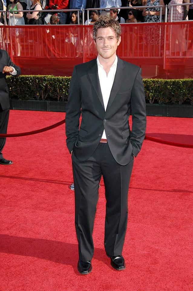 """""""Brothers & Sisters"""" star Dave Annable looked handsome as usual, but what's up with the red belt hiding under his suit jacket? John Shearer/<a href=""""http://www.wireimage.com"""" target=""""new"""">WireImage.com</a> - July 16, 2008"""
