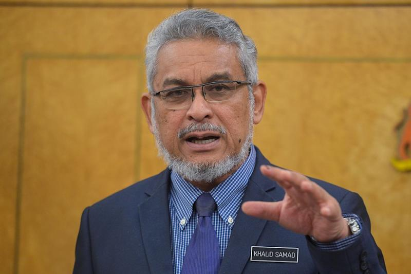 Khalid was responding to Kepong MP Lim Lip Eng, who stated that he would request to freeze any transactions relating to 12 parcels of land, totalling some 30 acres, as they had not gone through an open tender process. ― Picture by Mukhriz Hazim