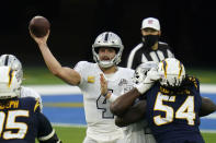 Las Vegas Raiders quarterback Derek Carr throws a pass during the second half of an NFL football game against the Los Angeles Chargers, Sunday, Nov. 8, 2020, in Inglewood, Calif. (AP Photo/Alex Gallardo)