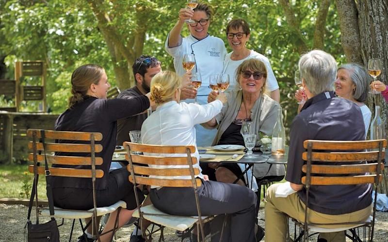 An alfresco lunch during an excursion in Provence. | Courtesy of Oceania Cruises