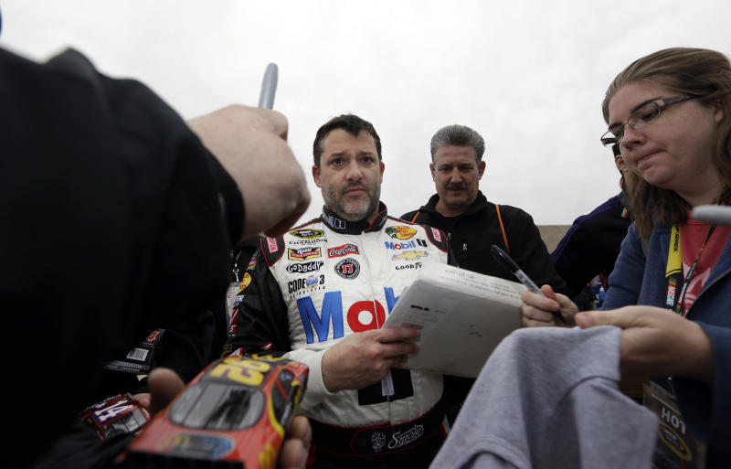 Tony Stewart edges Keselowski for pole at Texas