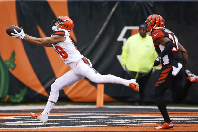 Cleveland Browns wide receiver Damion Ratley catches a 46-yard touchdown pass under pressure from Cincinnati Bengals cornerback Darius Phillips (24) during the first half of an NFL football game, Sunday, Dec. 29, 2019, in Cincinnati. (AP Photo/Gary Landers)
