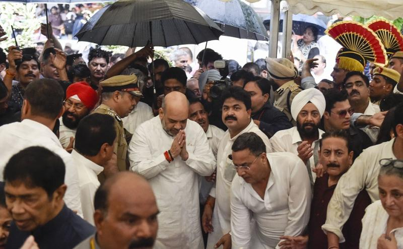 Union home minister Amit Shah, Delhi chief minister Arvind Kejriwal, his deputy Manish Sisodia and Delhi home minister Satyendar Jain were among those who attended the last rites. PTI