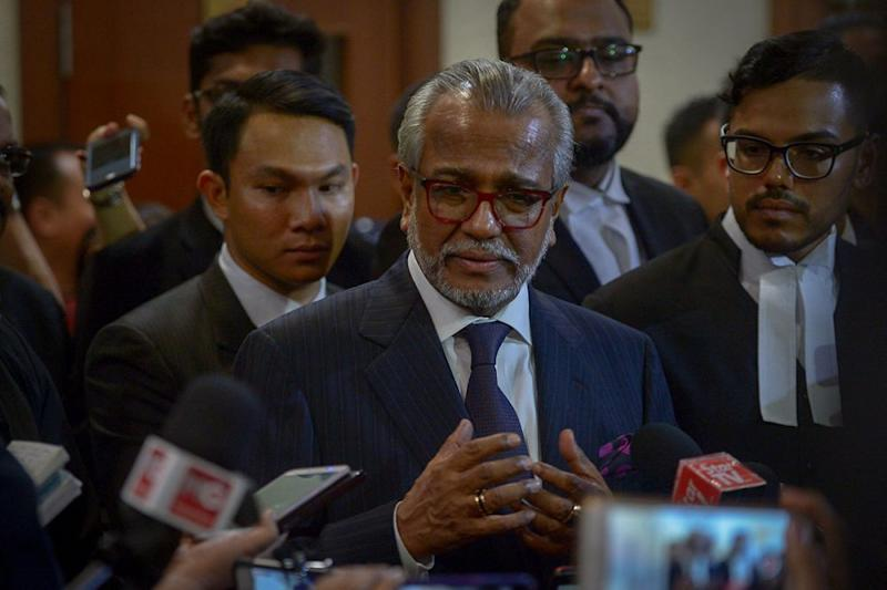 Tan Sri Shafee Abdullah speaks during a press conference before leaving the KL High Court, July 4, 2018. ― Picture by Mukhriz Hazim