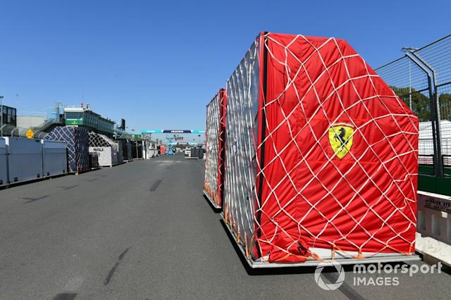 "Arrivo del trasporto Ferrari <span class=""copyright"">Mark Sutton / Motorsport Images</span>"