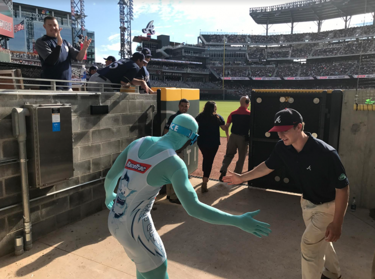The Freeze prepares to race as the Brewers look on. (Yahoo Sports)
