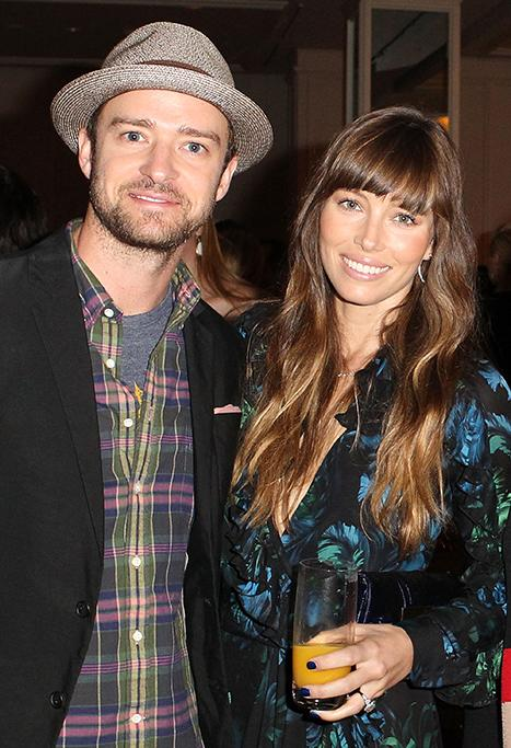 Justin Timberlake, Jessica Biel Pass Out Goods in Rockaways to Hurricane Sandy Victims