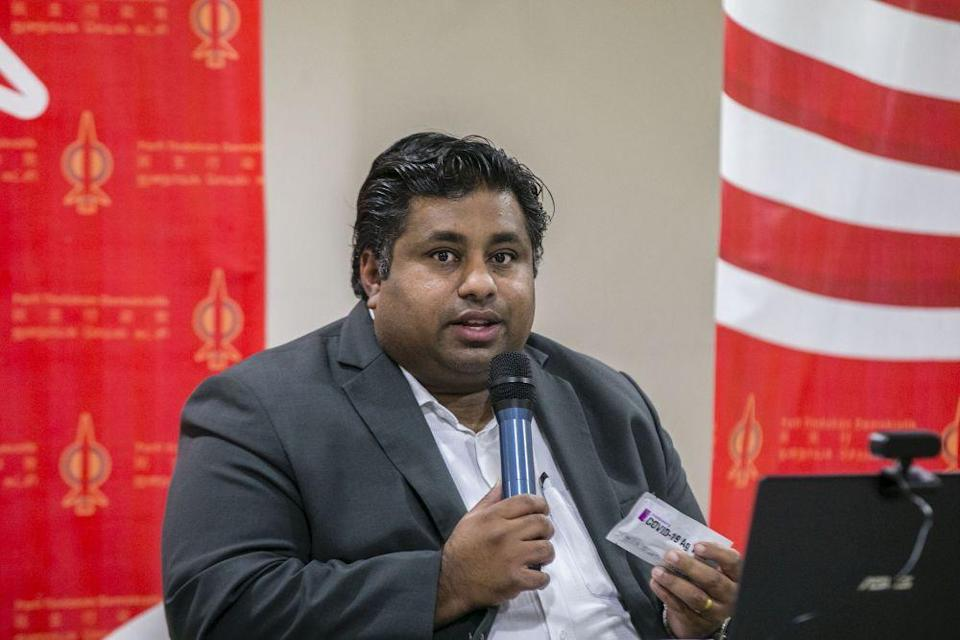Rajiv suggested that Khairy should be aiming to set up more centres on a smaller scale almost equidistantly so that, on average, everyone would travel the same distance to receive their Covid-19 shots. — Picture by Firdaus Latif