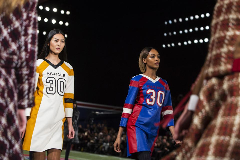 Models present creations from the Tommy Hilfiger Fall/Winter 2015 Collection at the New York Fashion Week February 16, 2015. Shunning the traditional catwalk, Mr. Hilfiger instead presented his collection on a mock American Football field. REUTERS/Andrew Kelly (UNITED STATES - Tags: FASHION)