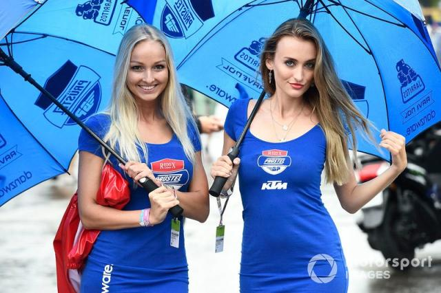 """Grid Girls <span class=""""copyright"""">Gold and Goose / Motorsport Images</span>"""